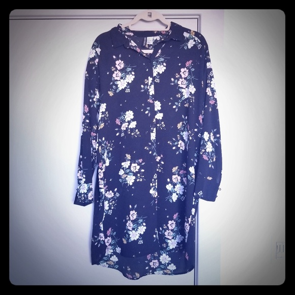 H&M Tops - Black flowered collared extra long button up